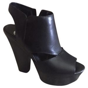 Gianni Bini Shoes - Gianni Bini  Black Chunky Platform Heels